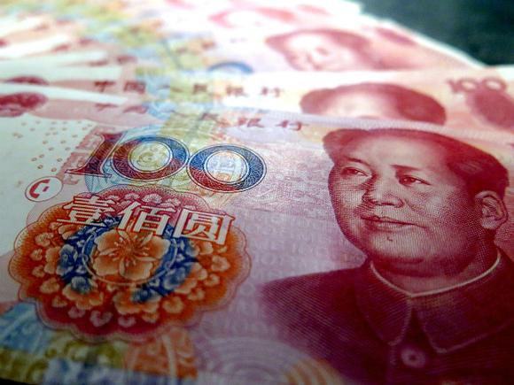 Китайский юань упал в цене